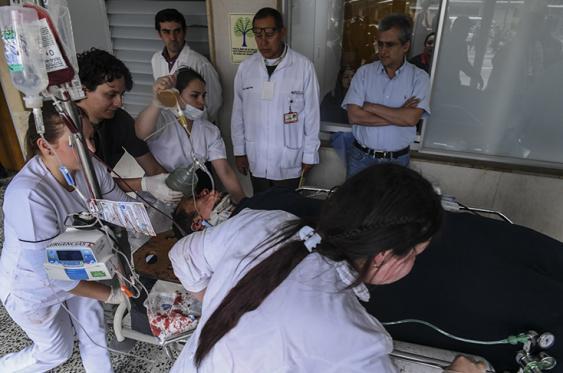 Helio Neto es atendido en la clínica San Juan de Dios de la Ceja, Antioquia.  <br>ElPaís.com.co / AFP