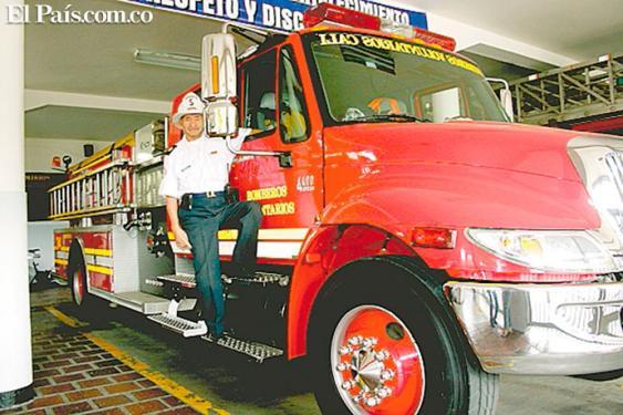 Francisco Andrade, el bombero más antiguo de Cali. <br>Archivo El País
