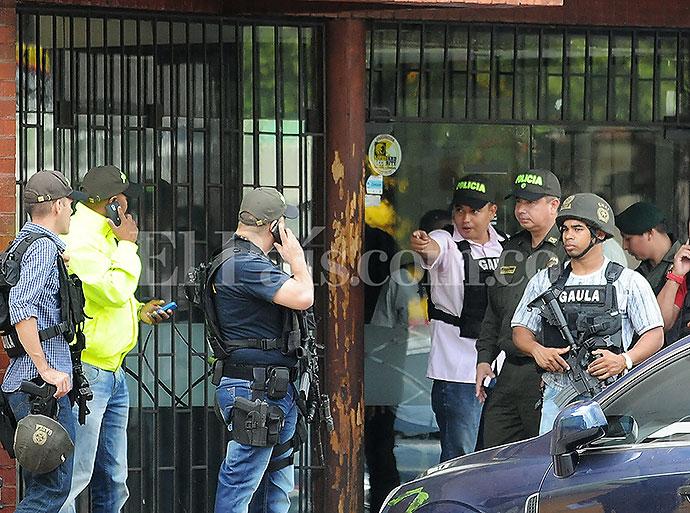 El blog del cga en fotos momentos del frustrado hurto a for Santander sucursales cordoba