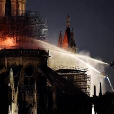 Incendio en Notre Dame: el video de una tragedia irreparable