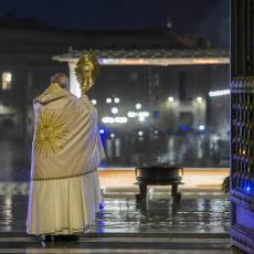 Video: la bendición Urbi Et Orbi del Papa Francisco en una desolada plaza de San Pedro