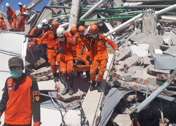 More than 800 deaths to earthquake and tsunami in Indonesia 02