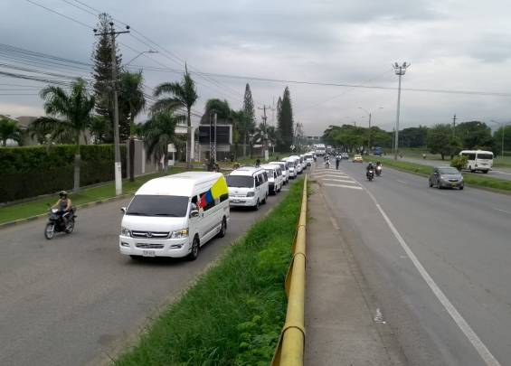 Mobilization of motorcyclists at the entrance to Cali of Sameco.
