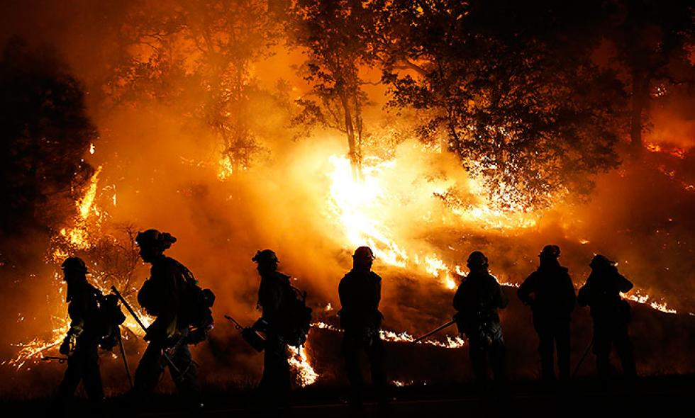 California, en estado de emergencia ante incendios forestales que no cesan