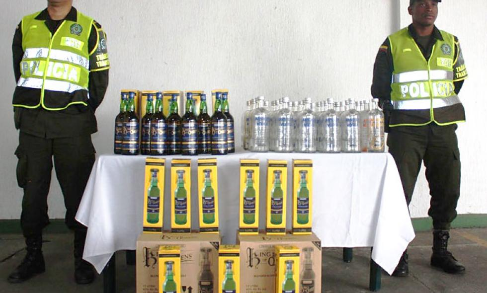Autoridades incautaron  50 botellas con licor adulterado