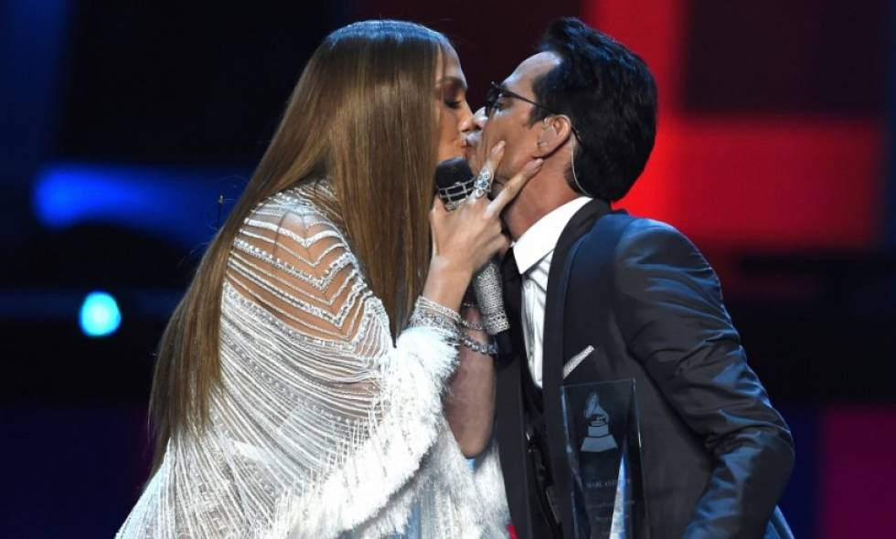 Beso Jlo y Marc Anthony