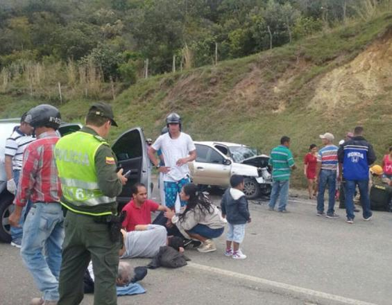 Accidente en vía Mediacanoa-Riofrío.