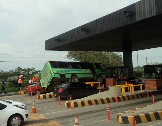 Accidente de bus en la vía Cali - Palmira