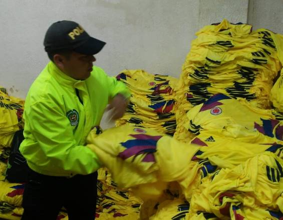 Incautan camisetas de Colombia