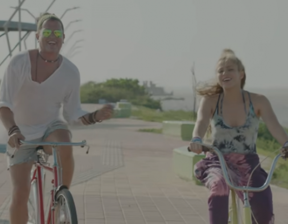 Captura de video de 'La Bicicleta'.