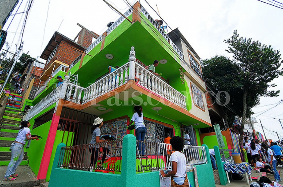 55 casas de Vistahermosa se 'llenaron de color' con proyecto Terrón Coloreado 24