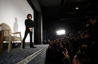 Video: Enrique Bunbury regresa con 'Expectativas', un rock and roll vibrante