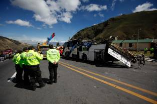 Formulan cargos contra empresa del bus implicado en accidente en Ecuador