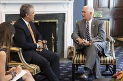 Iván Duque y Mike Pence