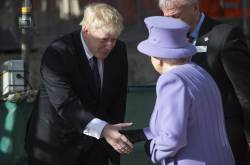 Boris Johnson y Reina Isabel II.
